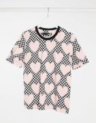 Love Moschino – T-Shirt mit durchgehendem Herz-Print in Rosa-Bunt